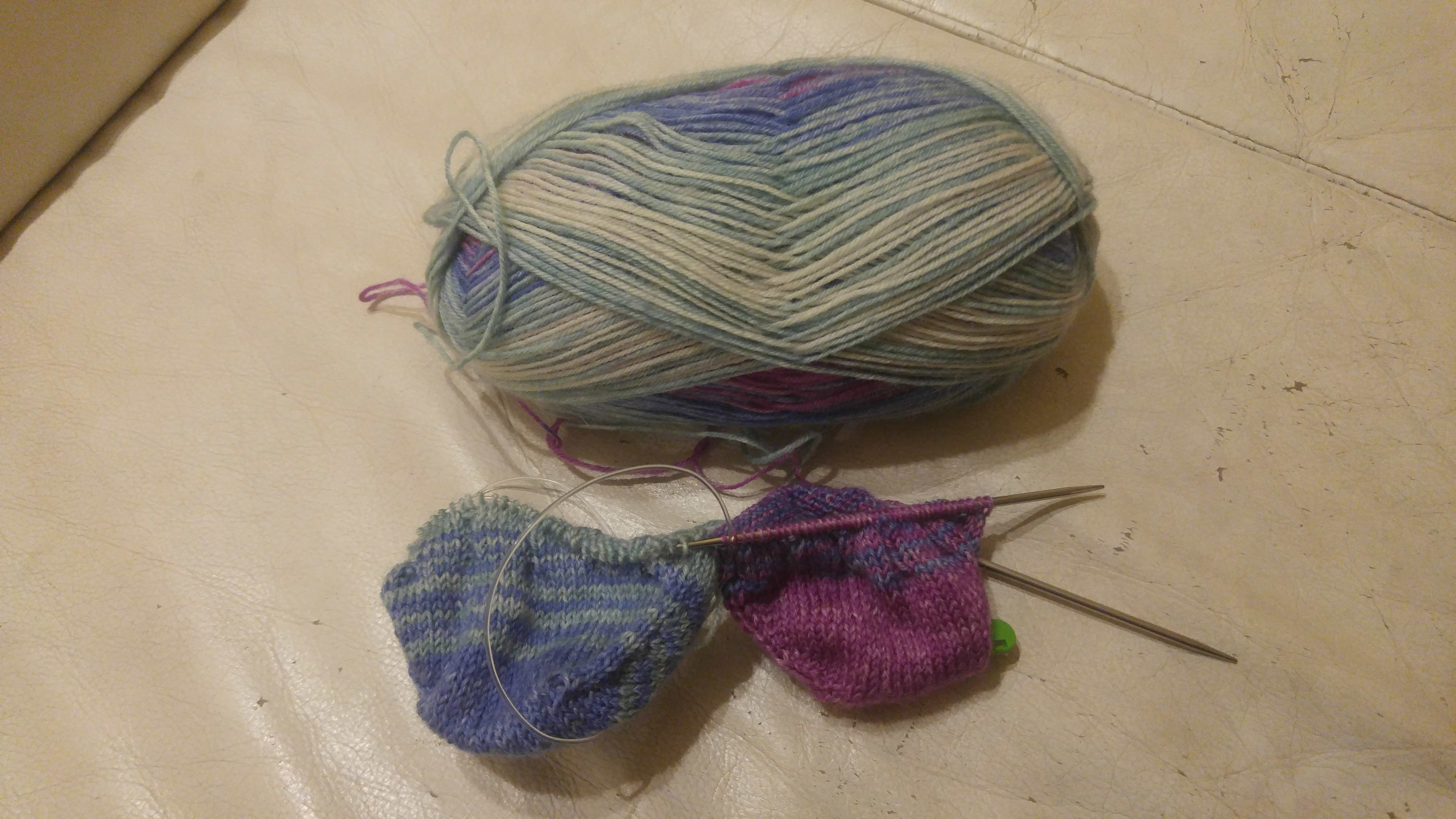 how to hold yarn when knitting continental